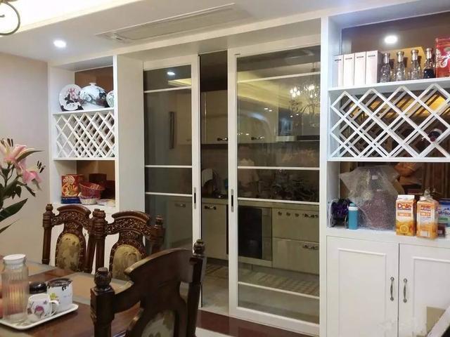 两边酒柜中间推拉门设计  家庭装修酒柜设计