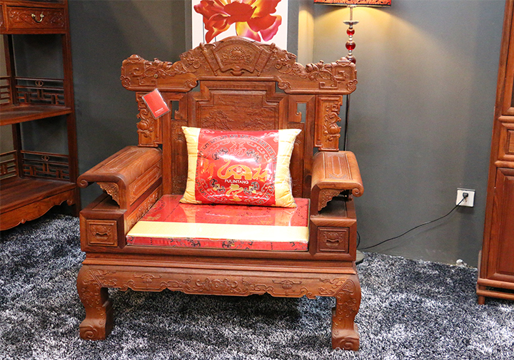 红木家具沙发垫有哪些款式 沙发垫怎么选购
