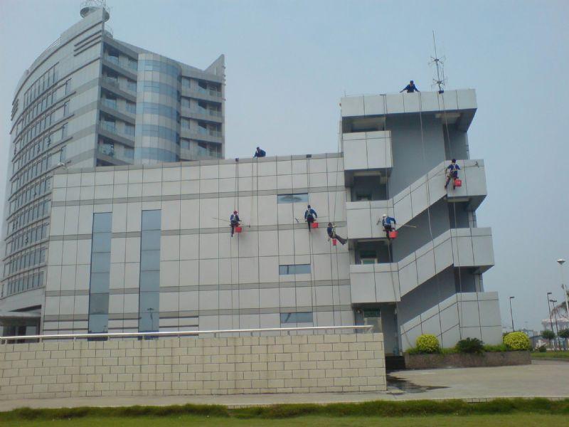 外墙高空清洁方法   外墙高空清洁要点