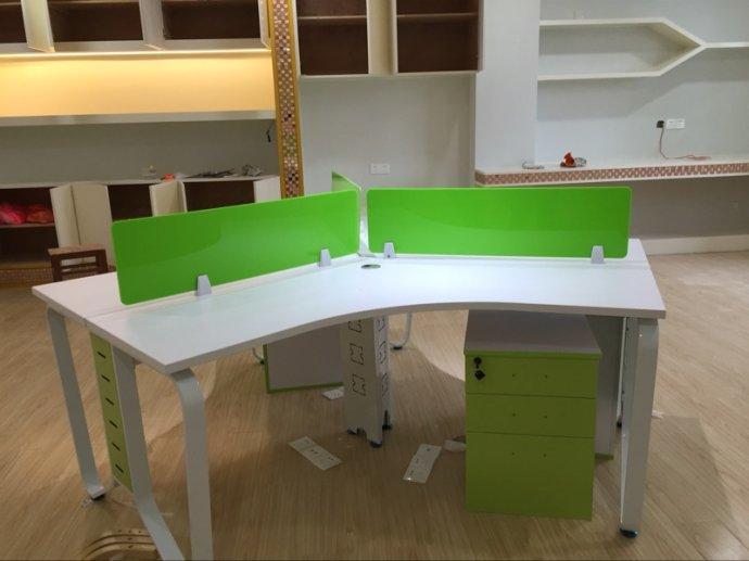 弧形办公桌怎样选购呢 弧形办公桌该怎样保养