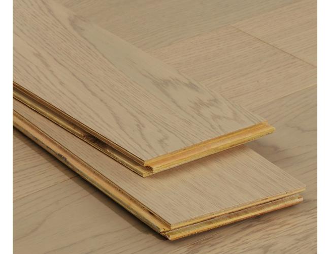 使用地板实木好还是强化好   实木地板选购技巧